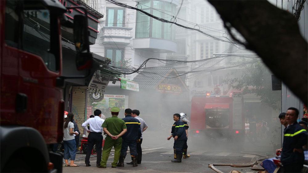 Hà Nội: Cứu hộ thành công 25 du khách mắc kẹt trong đám cháy tại Khách sạn A25