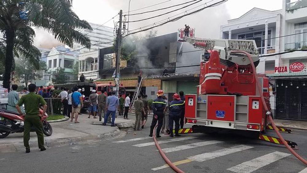 Cháy lớn tại garage ô tô, 2 công ty, bị thiêu rụi tài sản , Công ty Thương mại dịch vụ ô tô Hoàng Kim, Công ty Vạn Thiên Sa