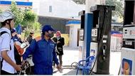 Giá xăng, dầu đồng loạt giảm mạnh lần thứ 3 liên tiếp