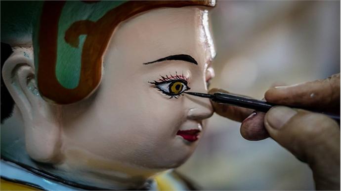 Crafting Buddha idols in Saigon