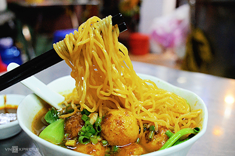 noodles lovers, Saigon, beef offal, wonton, duck meat, delicious variations, Chicken noodles, curry noodle