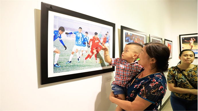 Press photo exhibition reflects nation's outstanding events