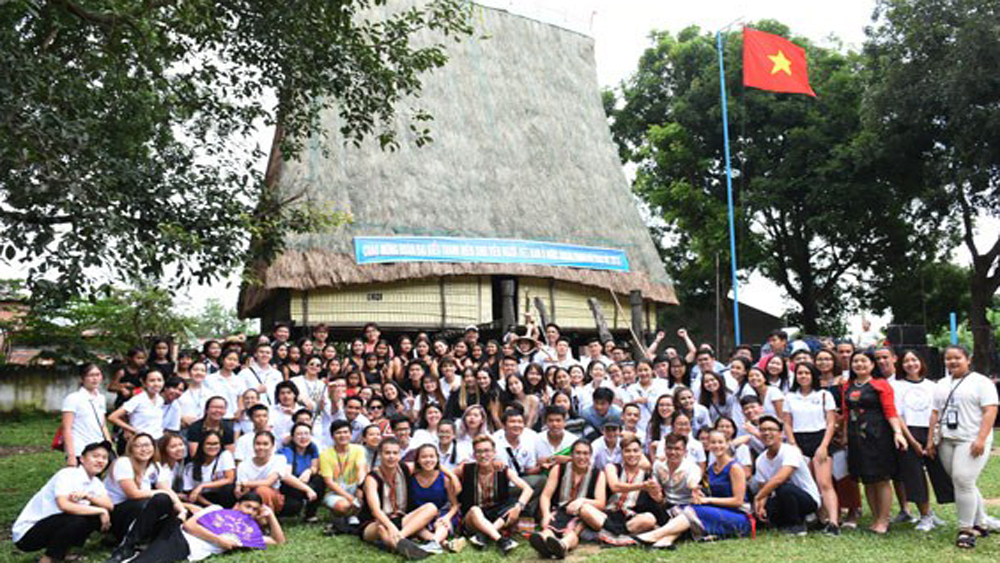 Summer camp, overseas Vietnamese,  young Vietnamese expats,  cultural – historical sites, charity activities, Vietnamese skill, culture and history