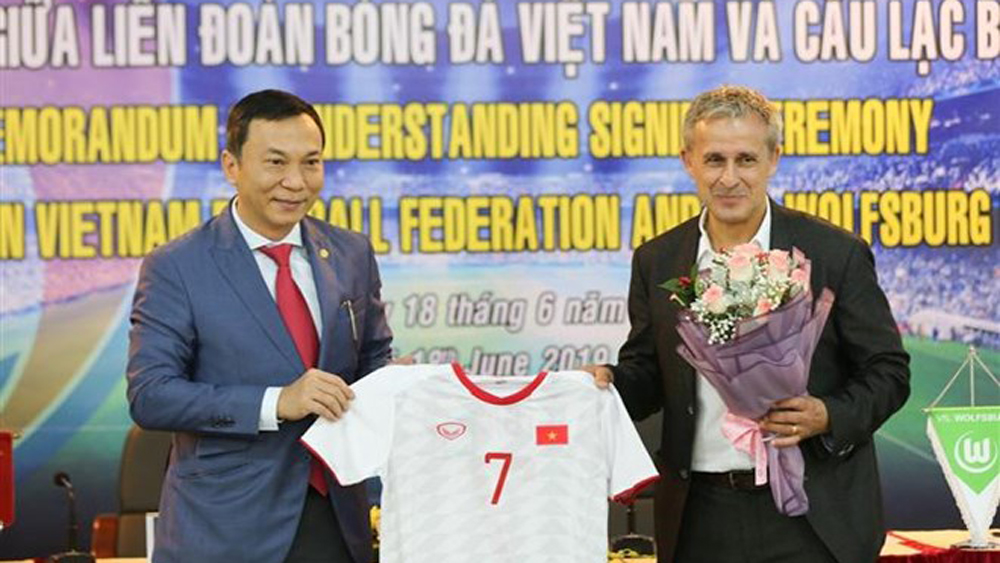 Football body, German club, cooperation deal, Vietnam Football Federation, VfL Wolfsburg football club, football development