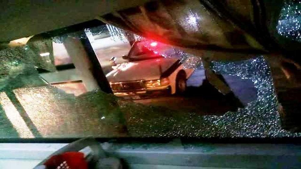 Một ô-tô chở khách, bị ném đá trong đêm ở Thanh Hóa, nhà xe Quốc Tuấn, xe ô-tô khách BKS 37B-008.27