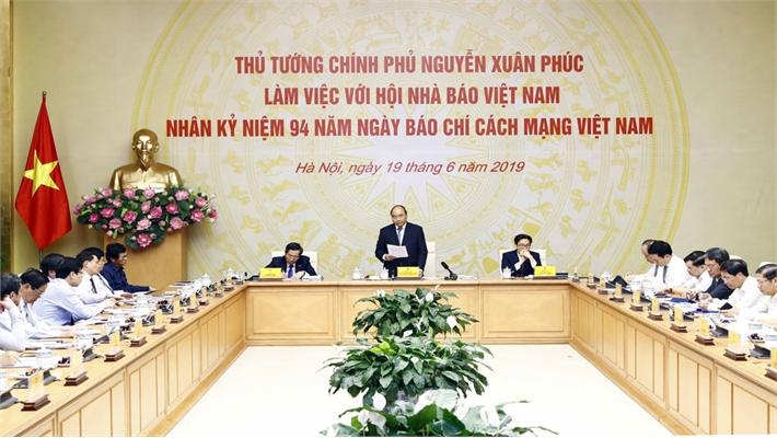 Thủ tướng Nguyễn Xuân Phúc: Đấu tranh chống lại tin xuyên tạc, tin giả, tin xấu, độc là sứ mạng của báo chí