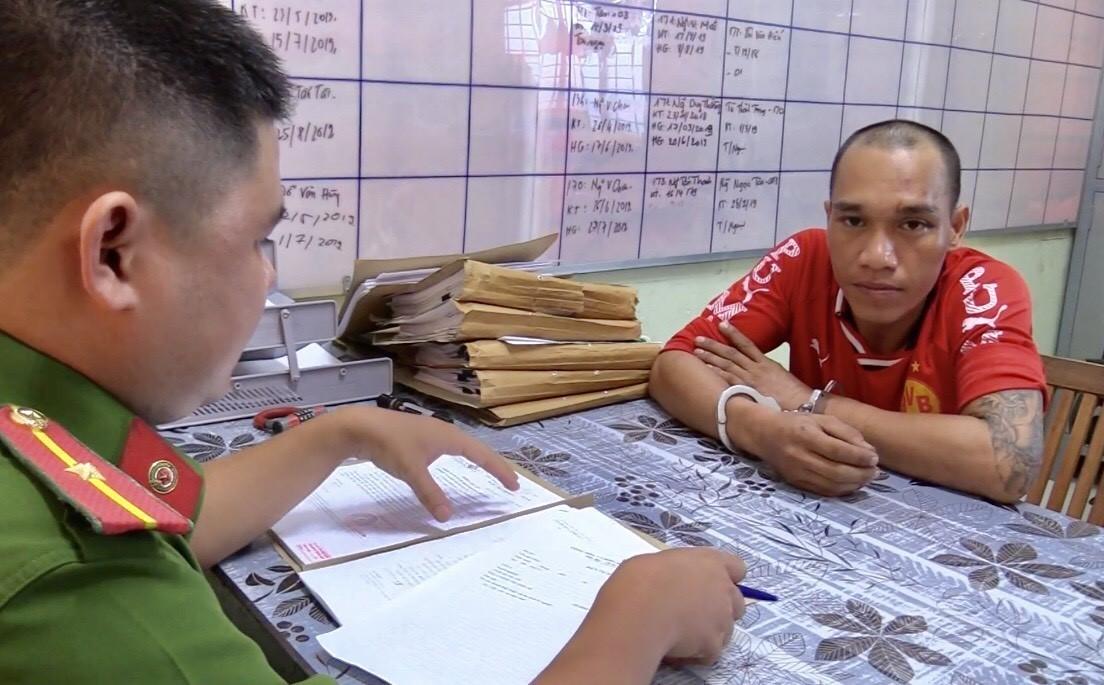 Nguyễn Quốc Vương, Bình Dương, biểu dương tập thể, cá nhân, tham gia, truy bắt đối tượng cướp taxi, Vương Huy Quân, taxi hiệu Toyota Vios