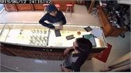 Nữ quái thực hiện hàng loạt vụ trộm cắp tại các cửa hàng vàng