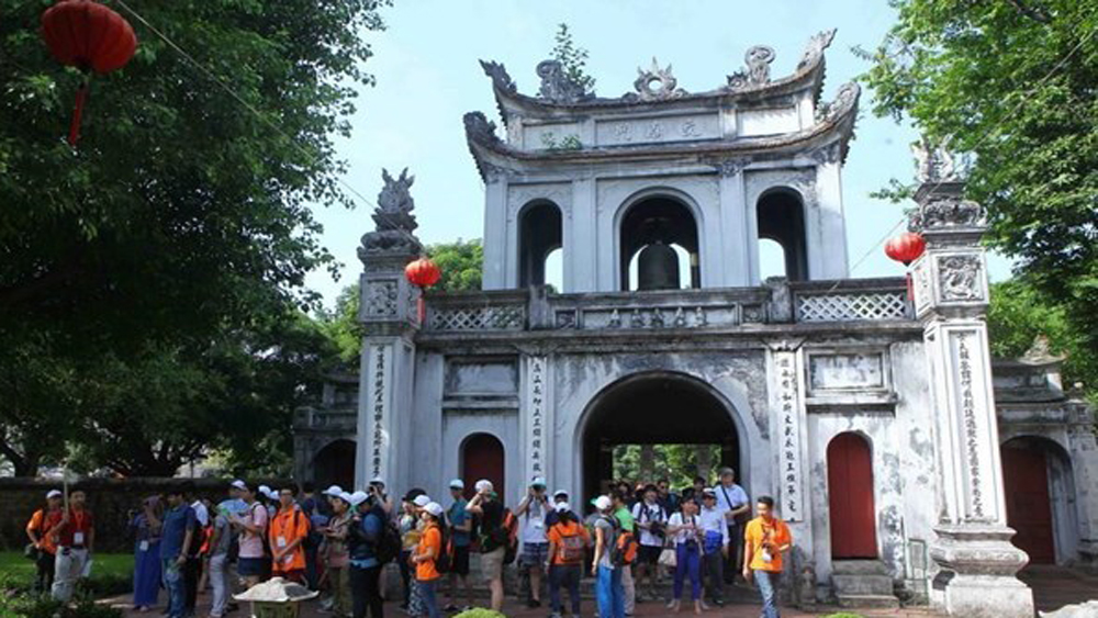 Hanoi, year on year rise, total tourism revenue,  memorandum of understanding, Summer in Europe, tourism market, tourism information stations