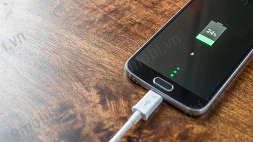 Chỉ cần làm đúng những việc đơn giản này thôi, bạn sẽ tránh khỏi nguy cơ cháy nổ từ sạc điện thoại