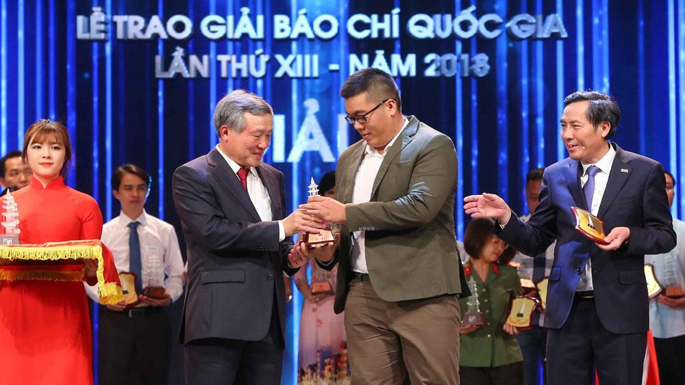 Thủ tướng Nguyễn Xuân Phúc, dự và trao giải, các tác giả xuất sắc đoạt Giải Báo chí quốc gia năm 2018