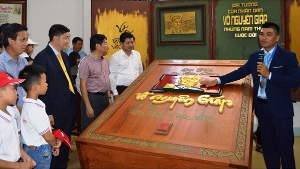Quang Binh museum, record calligraphy book, General Vo Nguyen Giap, world record, handwritten book,  old redwood, five special works