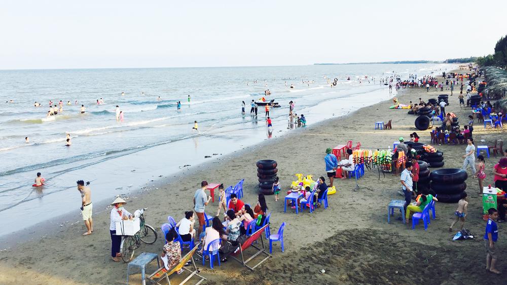 Thanh niên Bắc Giang tử vong ở bãi biển Hải Tiến, Bãi biển Hải Tiến, Phạm Quang Đức.