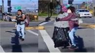 Anh chàng trổ tài biến hóa khi nhảy trên phố