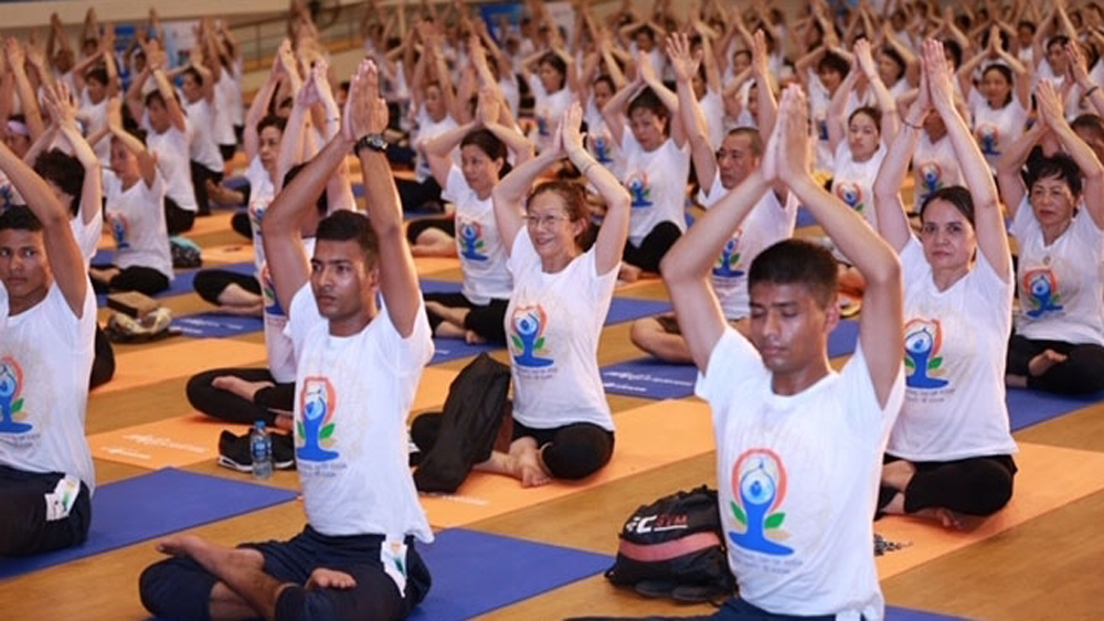 yoga together, International Day of Yoga, Quan Ngua sports complex, mass yoga session, Yoga - Green for Life, yoga lovers