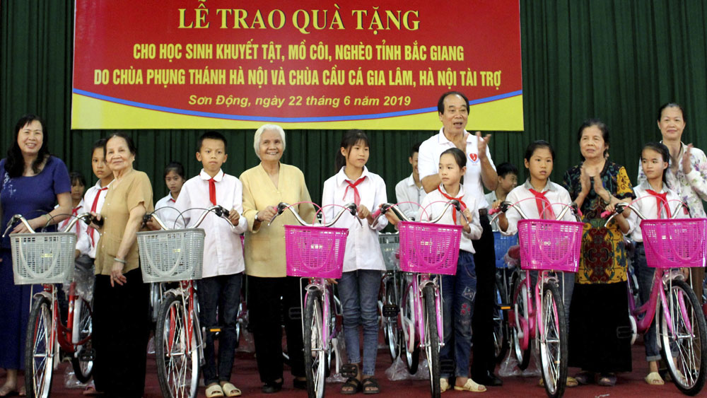 Gifts presented to orphan and disable students