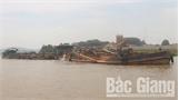 Công an huyện Yên Dũng triệu tập chủ 3 tàu hút cát trái phép trên sông Cầu để lấy lời khai