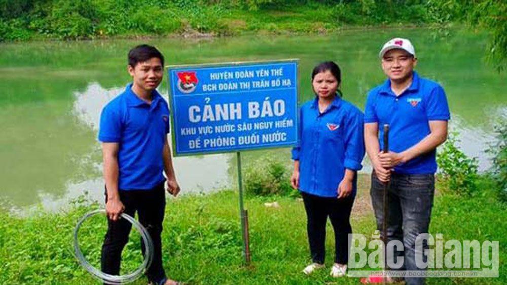Huyện đoàn Yên Thế lắp đặt 260 biển cảnh báo nguy cơ đuối nước