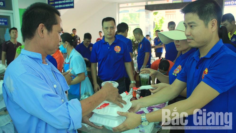 Bệnh viện Lao phổi Bắc Giang, Hội Lái xe Bắc Giang 98, tặng ơm miễn phí cho bệnh nhân nghèo