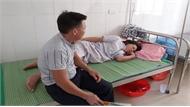 Trẻ sơ sinh tử vong tại bệnh viện, người nhà tố bác sĩ kéo đứt cổ