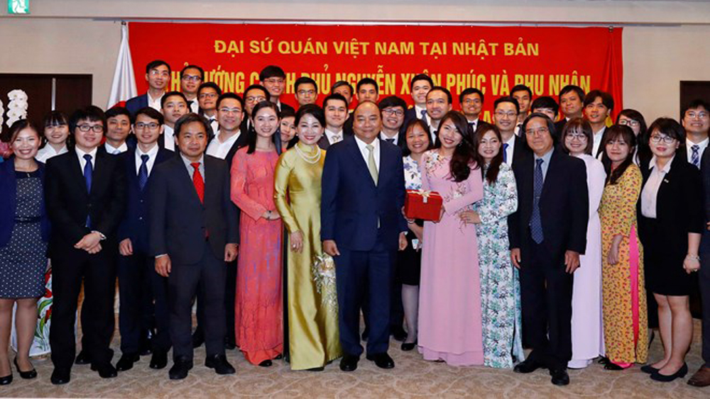 Prime Minister meets Vietnamese community in Japan