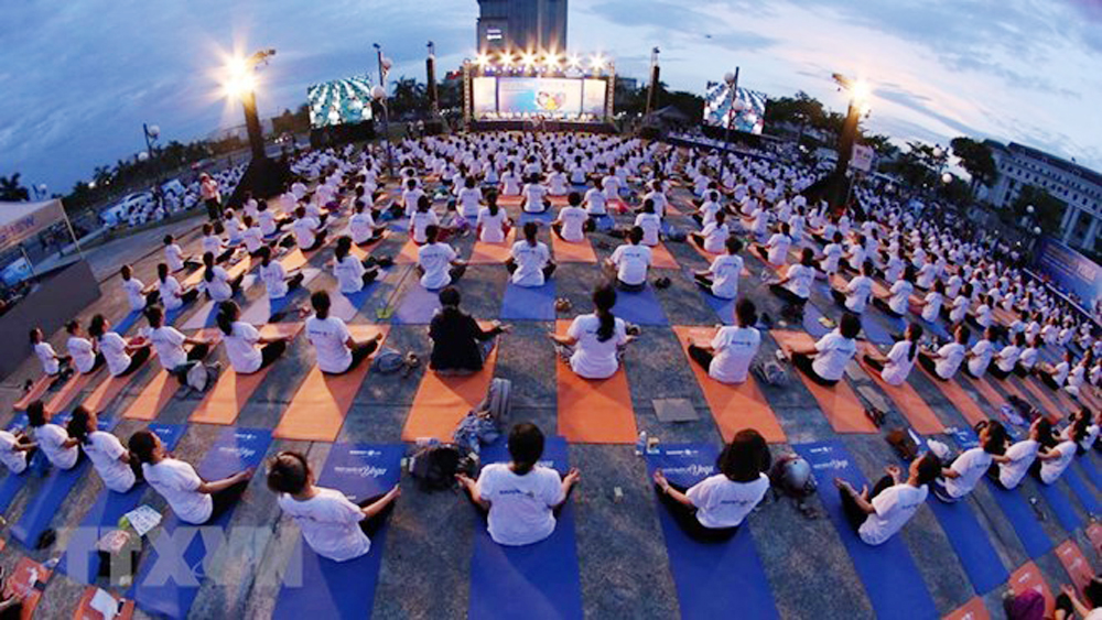 Yoga performance, Da Nang city, 5th International Yoda Day, Yoga for green life, positive and healthy lifestyle, peaceful body and mind