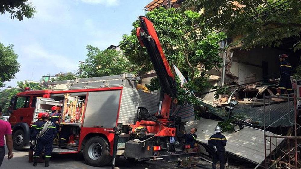 Nguyên nhân, tầng 2 ngôi nhà trên phố cổ Hà Nội, đổ sập, ngôi nhà số 56 Hàng Bông