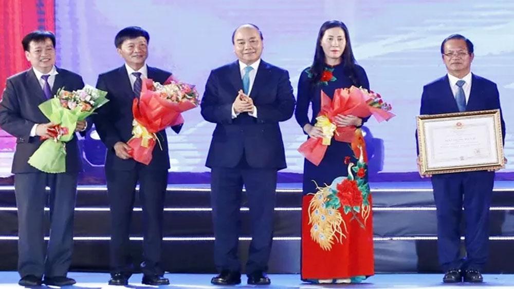 Thủ tướng Nguyễn Xuân Phúc, dự lễ kỷ niệm 30 năm, tái lập tỉnh Quảng Ngãi