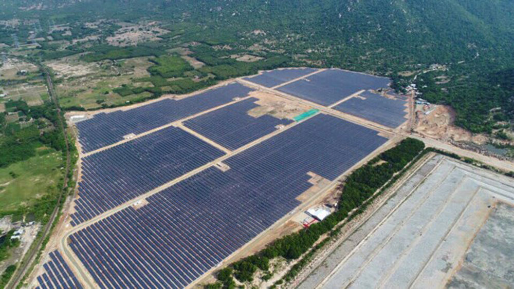 solar power plants, national grid,  combined capacity, Vietnam Electricity Group, solar power,  rooftop solar power projects