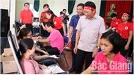 """Đông đảo đoàn viên công đoàn, thanh niên và nhân dân tham gia ngày hội """"Giọt hồng yêu thương"""""""