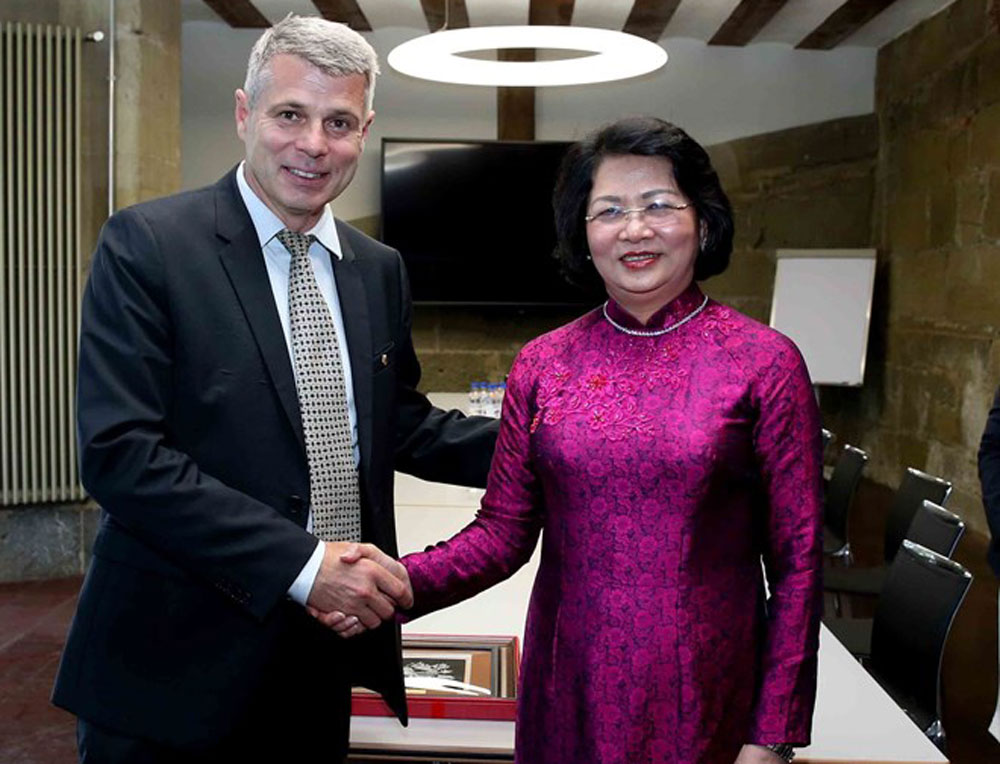 Vice President, Dang Thi Ngoc Thinh, Swiss state, stronger ties, Vietnamese localities, traditional friendship and cooperation, important trade and investment partner