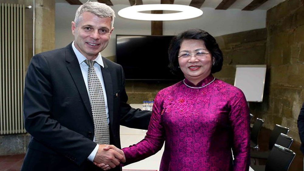 Vice President hopes for Swiss state's stronger ties with Vietnamese localities