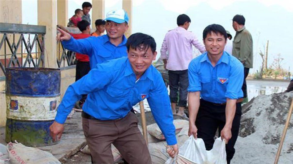 thousands of students, summer voluntary campaign, HCM City, Green Summer, social skills, Vietnam Students' Association, reduction of plastic waste