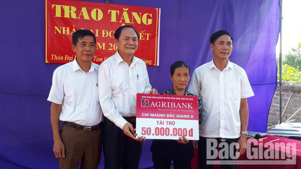 Trao nhà đại đoàn kết cho gia đình bà Nguyễn Thị Liên