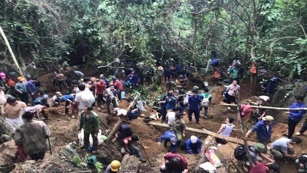 Xác minh đối tượng tung tin đồn khiến cả ngàn người kéo lên núi đào đá quý