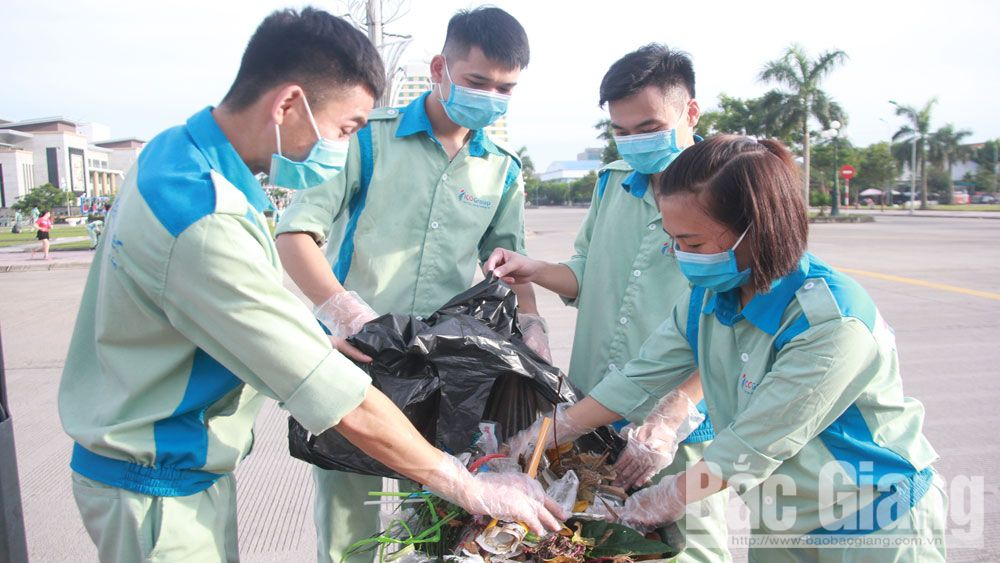 Bac Giang province, youth members, environmental clean-up, Bac Giang Municipal Youth Union, ICO International Joint Stock Company, Experience for Grown-up, plastic waste prevention campaign
