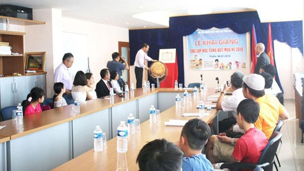 Summer Vietnamese classes, Prague, Czech Republic, overseas Vietnamese, mother tongue, national culture, language proficiency, ethnic minority groups