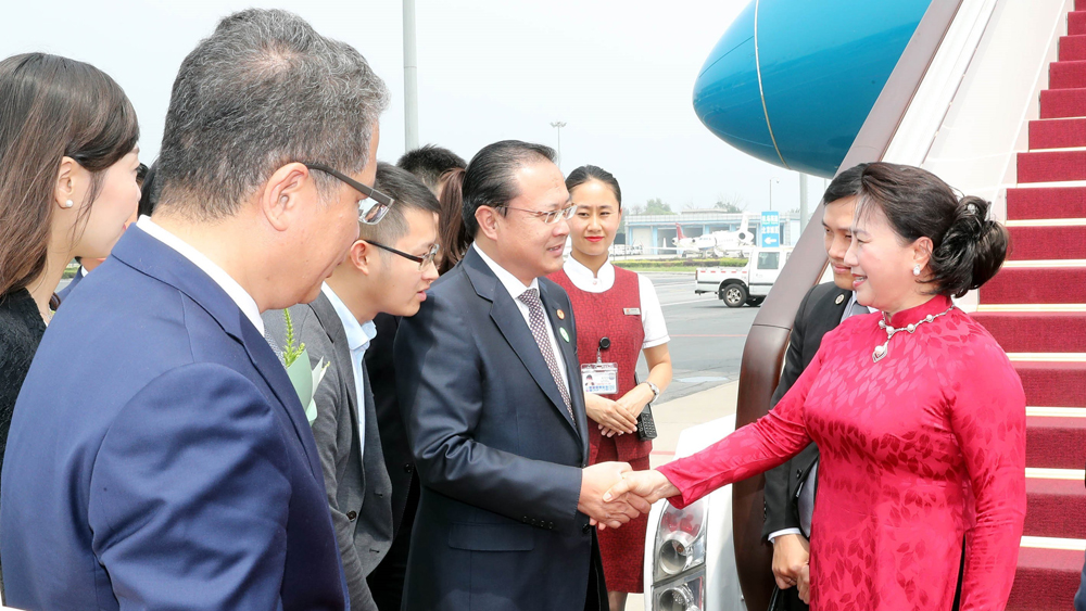 Chủ tịch Quốc hội đến Bắc Kinh, tiếp tục thăm chính thức Trung Quốc