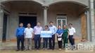 Trao tiền hỗ trợ xóa nhà tạm tại xã Vĩnh Khương