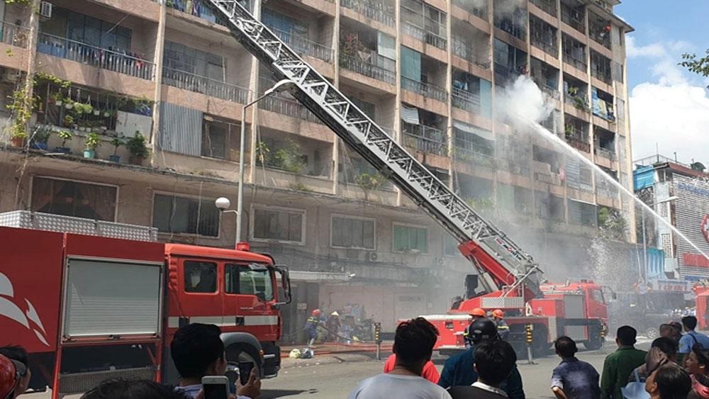 Giải cứu, hàng chục người, vụ cháy ký túc xá