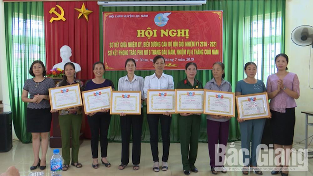 Hội Liên hiệp Phụ nữ huyện khen thưởng 27 cá nhân xuất sắc