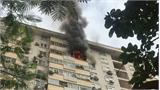 Căn hộ chung cư tầng 15 cháy dữ dội ở Hà Nội