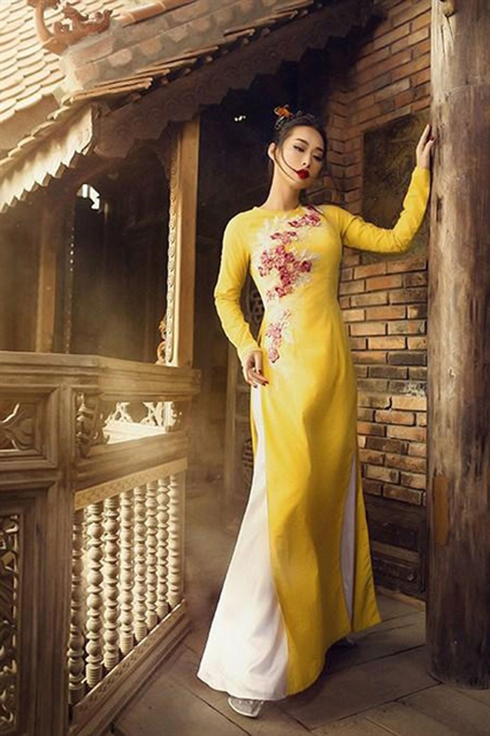 Vietnamese designer, newest 'ao dai' creations, Canada, Famous Vietnamese designer, Vo Viet Chung, Vietnamese cultural values, traditional form, Vietnamese cultural values