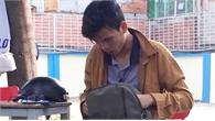 Chở sinh viên mất 2 chân không lấy tiền, anh xe ôm nhận được điều bất ngờ