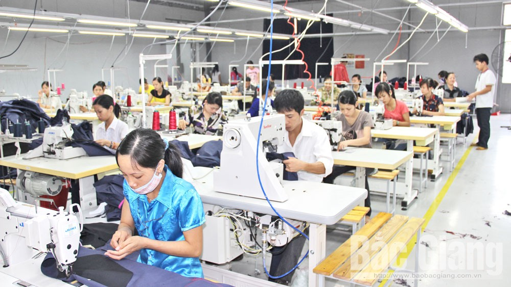 Tan Yen district, Bac Giang province, support enterprises, investment attraction, local economic growth, industrial and service ratio, production mechanism