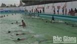 Công đoàn Công ty CP Phân đạm và Hóa chất Hà Bắc tổ chức dạy bơi cho con cán bộ, công nhân viên