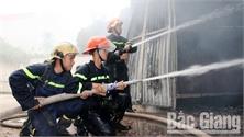 Bắc Giang: Cháy kho chứa đồ trang trí đám cưới, thiệt hại khoảng 500 triệu đồng