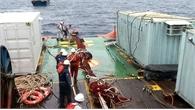 Sử dụng 5 tời chuyên dụng kéo tàu cá lên khỏi đáy biển