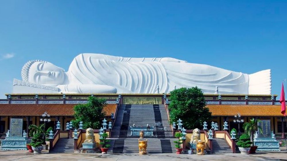 Asia's longest Reclining Buddha on pagoda roof