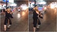 Trư Bát Giới 'múa quạt' trên phố